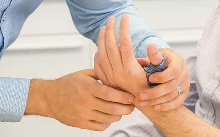 فیزیوتراپی دست برای درمان آسیب دیدگی ماهیچه، تاندون و استخوان-min