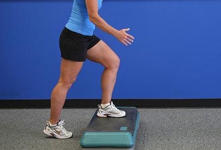 نتیجه تصویری برای بلند کردن ساق پا